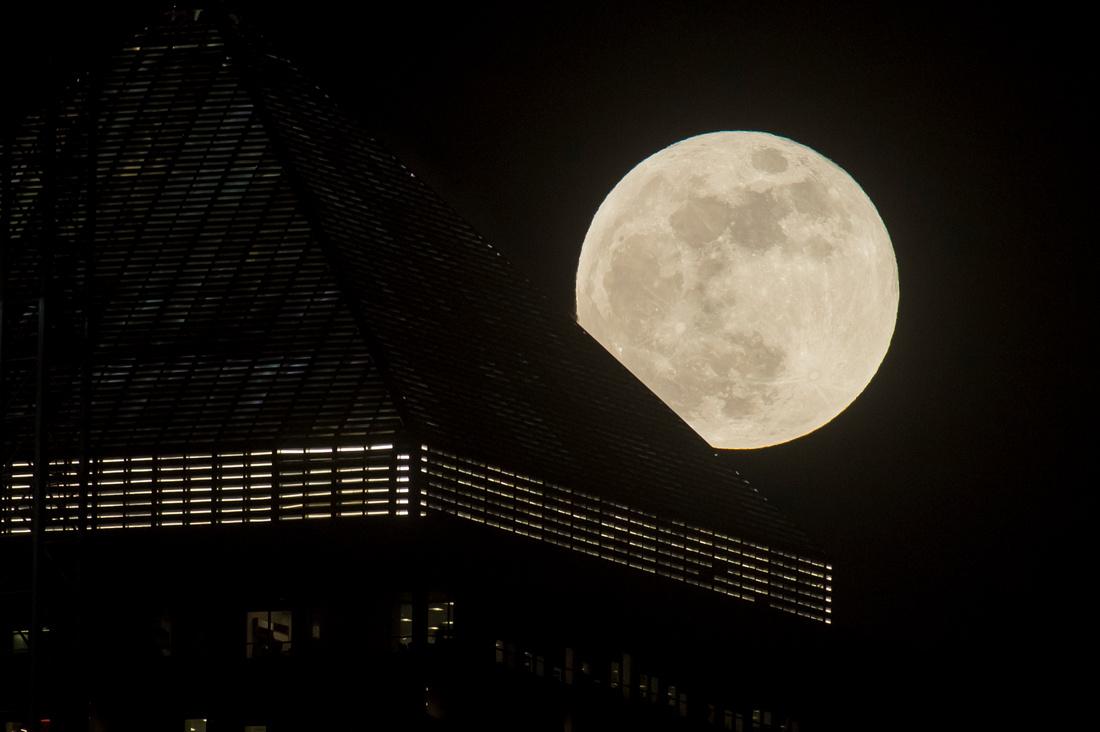 Super Blue Moon Canary Wharf02