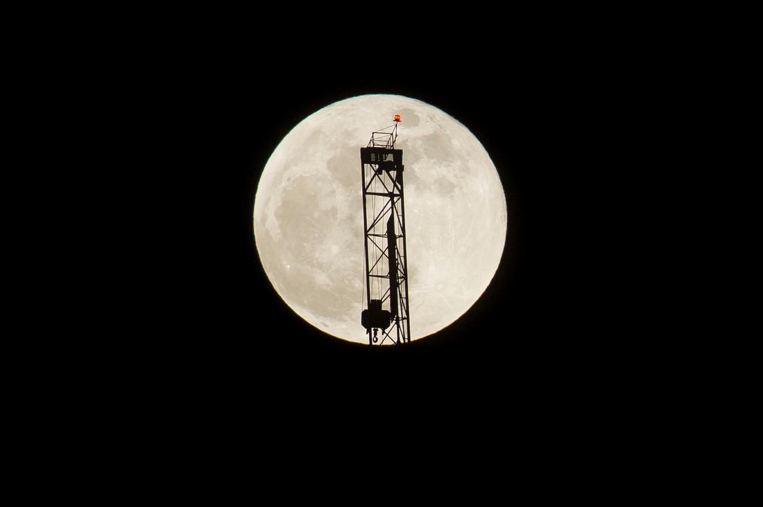 Super Blue Moon Canary Wharf05